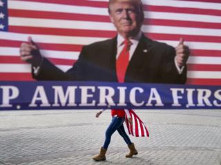 Сотрудников Amazon и Facebook предупредили об угрозе из-за блокировки Трампа