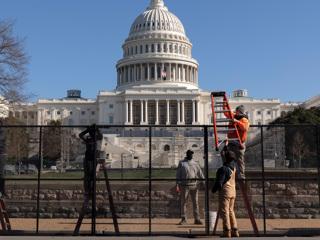 На время инаугурации Байдена Капитолий оградят двухметровым забором