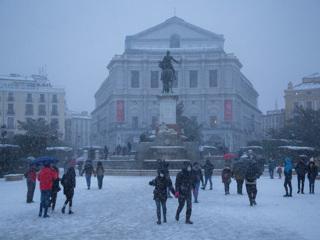 Мадрид парализован: город накрыл сильнейший снегопад