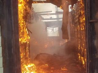 Под Магнитогорском из-за фена сгорел трехэтажный дом