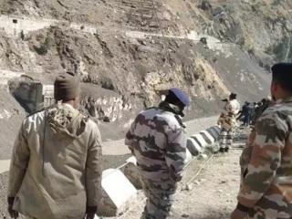 В районе ЧП в Индии обнаружены первые тела