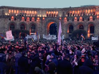 Вести в 20:00. Два митинга одновременно: Ереван поделили противники и сторонники Пашиняна