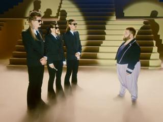 В новом клипе Sex Machine группы Little Big объявился Пухляш