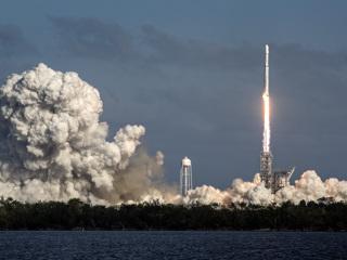 NASA приостановило контракт с Илоном Маском