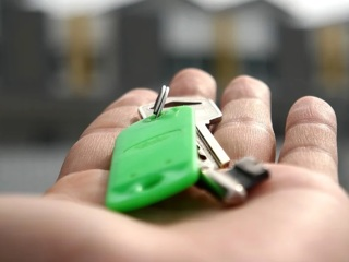 Новости на России 24. Семьи с детьми смогут получить льготную ипотеку на строительство частного дома