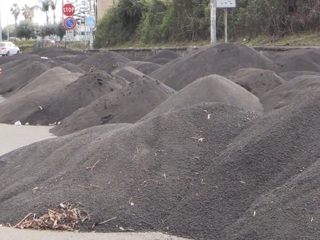 ЧП. По 6 кг на метр: сицилийские улицы засыпало пеплом и камнями