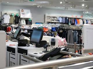 В Симферополе посетительница гипермаркета избила работников