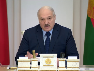 """Лукашенко заявил, что белорусы """"кое-что знают"""""""