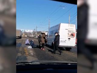 Видео из Сети. На пешеходном переходе в Ярославле сбили пять человек