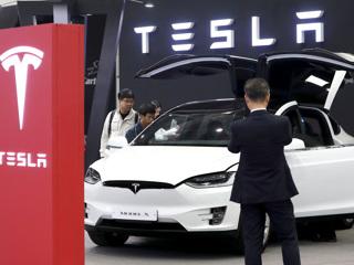Глава Минпромторга рассказал о переговорах по заводу Tesla в России