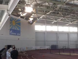 ЧП. Крыша спорткомплекса обрушилась во время детских соревнований. Видео
