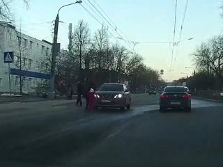 Легковушка сбила ребенка в Нижнем Новгороде. Видео