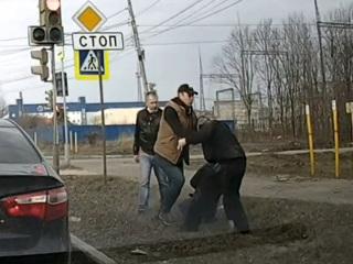 Драка водителей в Нижнем Новгороде попала на видео
