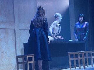 """Вести-Москва. В ловушке брака: в Театре наций поставили пьесу Толстого """"Живой труп"""""""