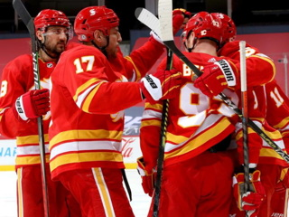 Калгари прервал серию поражений в НХЛ, разгромив Эдмонтон