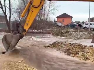Новости на России 24. Паводок в России: жители Башкирии рыбачат прямо в городах