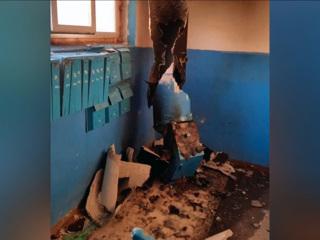 Вести. В многоэтажном доме Барнаула разорвало мусоропровод