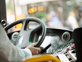 В Казани из-за открытой двери в автобусе травмировались женщина и ребенок