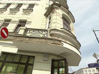 Вести-Москва. Падают кирпичи: кто остановит разрушение исторического дома