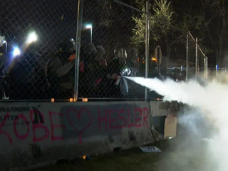 Протесты и массовые убийства. Почему американцы не верят полиции