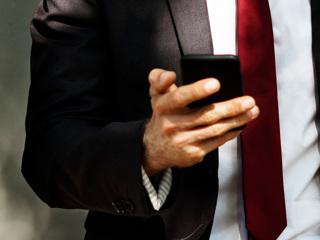 Адвокатам запретили проносить к осужденным телефоны с камерами