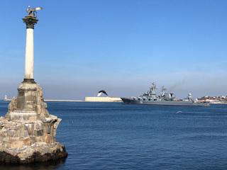 Крейсер Москва вышел на учения в Черное море, куда движется катер США