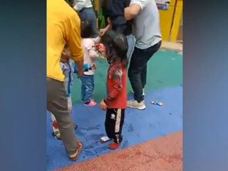 Мужчина с ножом атаковал воспитанников детского сада в Китае