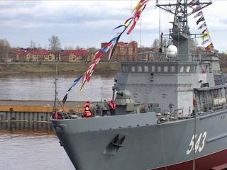 Вести. Крупнейший стеклопластиковый корабль спустили на воду в Санкт-Петербурге