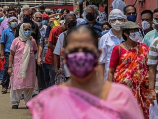 """Борьба с ковид-коллапсом: Индия начнет прививать население """"Спутником V"""""""