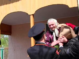 Новости на России 24. Военнослужащие Росгвардии прошли парадом у дома регулировщицы Победы