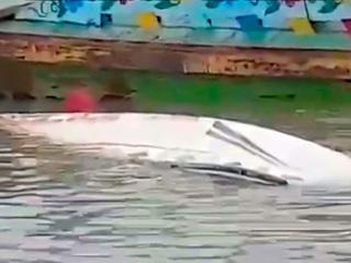 Столкновение катера и баржи в Бангладеш: поисковая операция продолжается