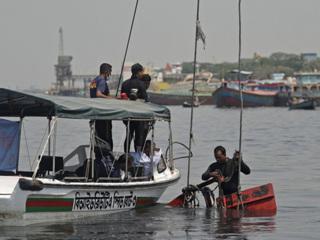 Столкновение баржи и лодки в Бангладеш: погибли не менее 25 человек