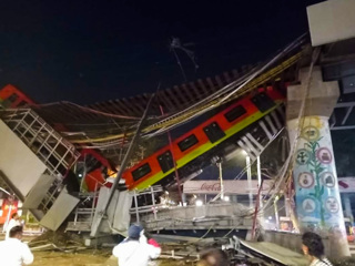 В Мексике рухнул метромост с поездом