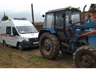 В Чувашии трактор пришел на помощь скорой