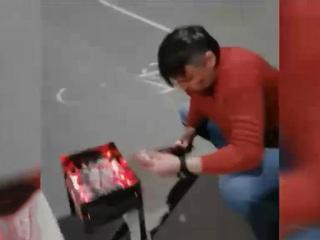 Вести. Житель Екатеринбурга устроил пикник на детской площадке