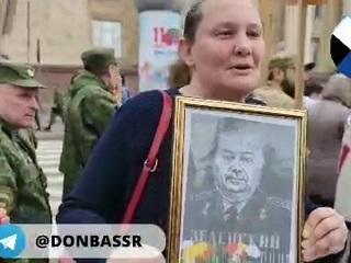 Видео из Сети. Портрет деда Зеленского появился на Бессмертном полку в Донбассе