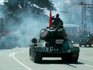 Новости на России 24. Парады в годовщину Великой Победы проходят по всей стране
