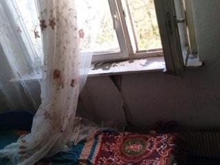 Двухлетний ребенок из многодетной семьи выжил, упав с седьмого этажа