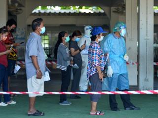 В Таиланде прекращают авиасообщение с темно-красными зонами