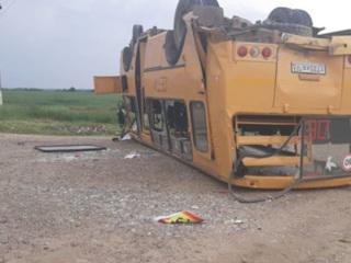 В Краснодарском крае перевернулся школьный автобус с детьми