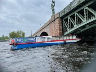 Теплоход столкнулся с Троицким мостом в Петербурге, начата проверка