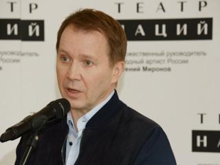 Евгений Миронов показал сына, окончившего первый класс