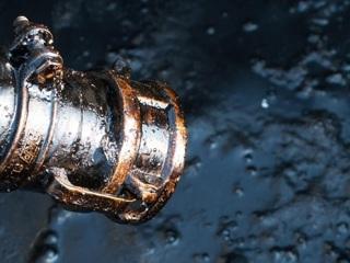 На Ямале произошла утечка нефти из-за разрыва трубопровода