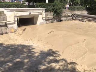 Новости на России 24. Потоп в Ялте: вода постепенно уходит, но ее все еще много