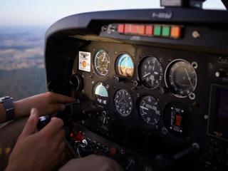 На Аляске 18-летний пассажир в полете решил порулить самолетом