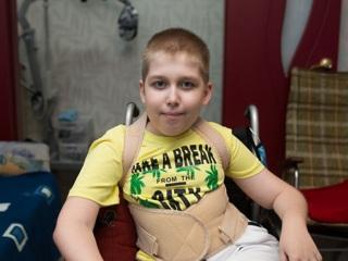 Нужна помощь: Леню Корниенко спасет операция на позвоночнике