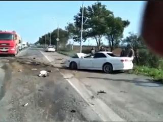 На Сахалине водитель легковушки погиб при столкновении с грузовиком