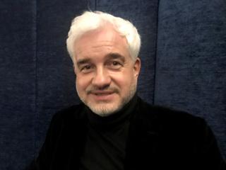 Ставший россиянином режиссер Фрай представил свою книгу в Москве
