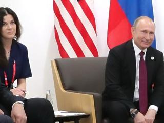 Стали известны подробности о переводчице Владимира Путина
