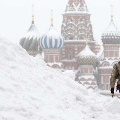 Коммунальные службы Москвы ликвидируют последствия двухдневного снегопада